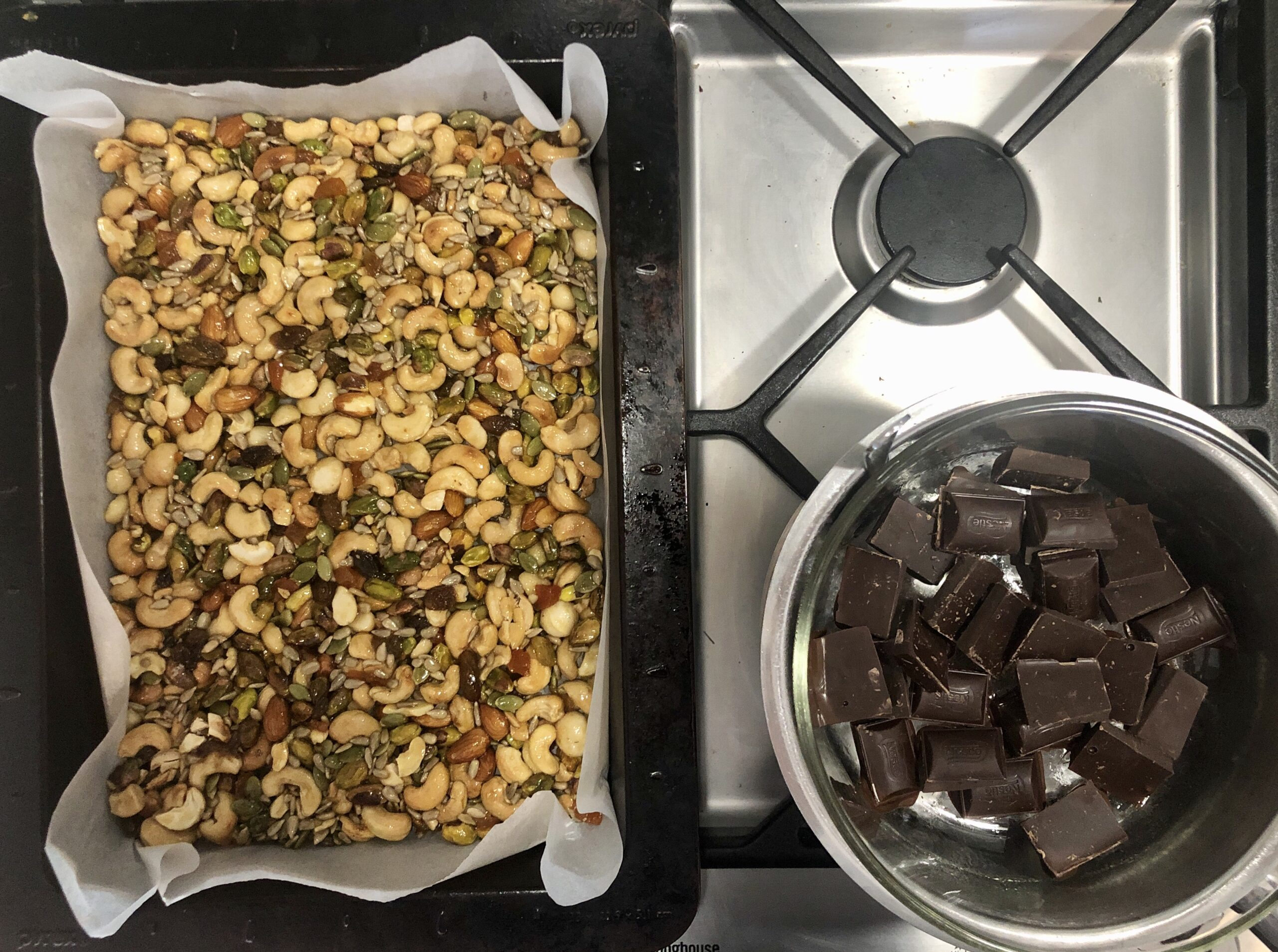 You are currently viewing Make your own hiking nut bars